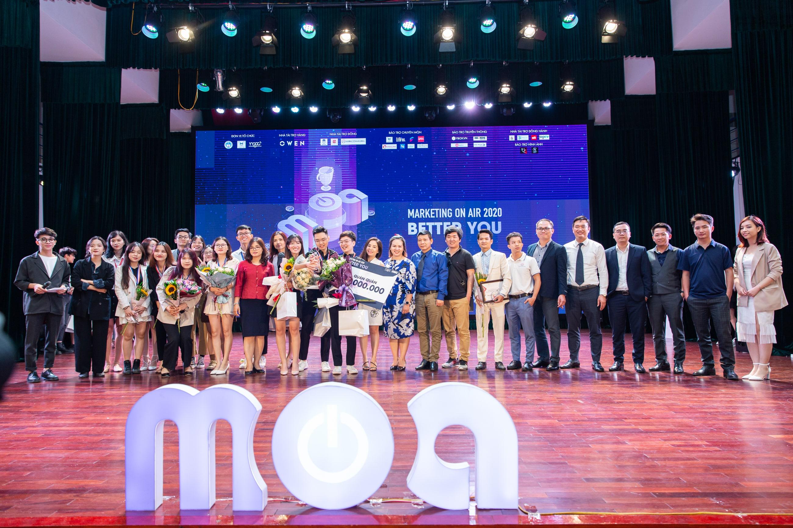 04 đội thi chung kết và nhà tài chợ cùng khách mời